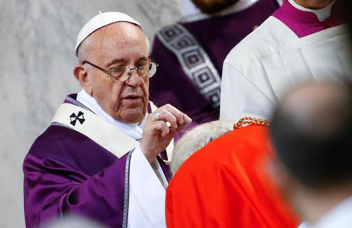 Papa Francesco indisposto
