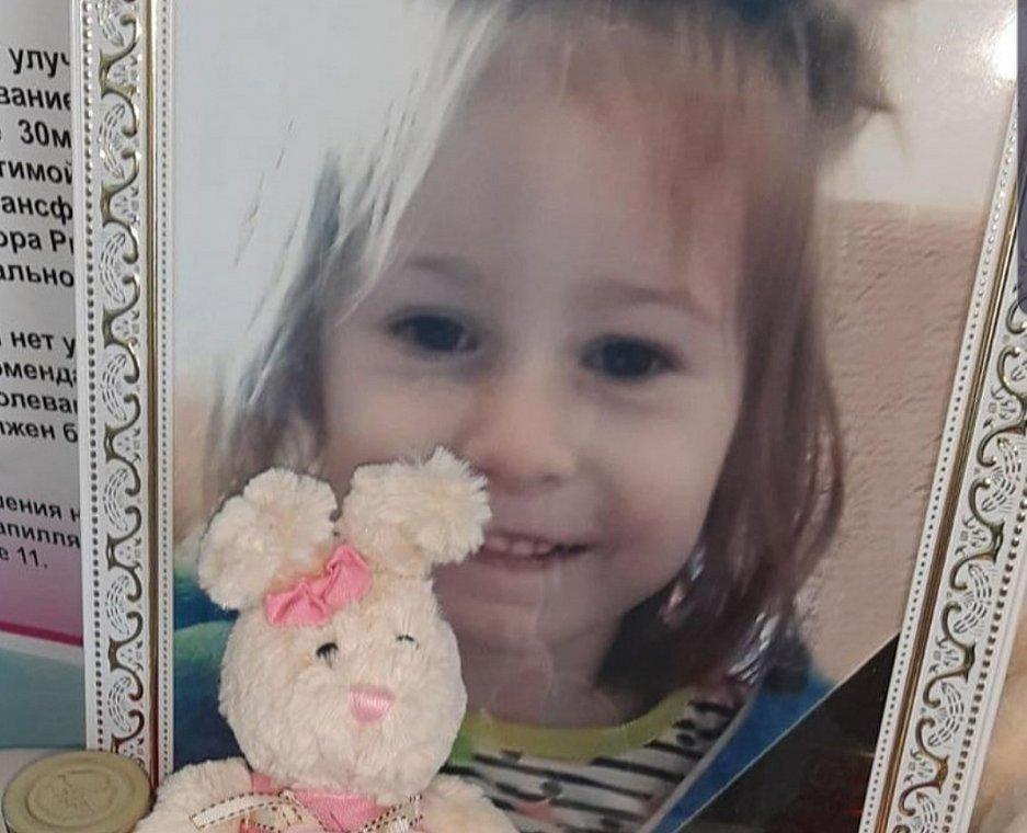 Babysitter accoltella uccide bambina
