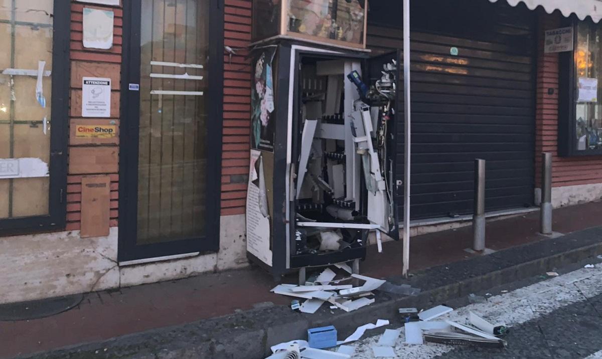 Catania, mette bomba davanti alla tabaccheria: l'ordigno gli