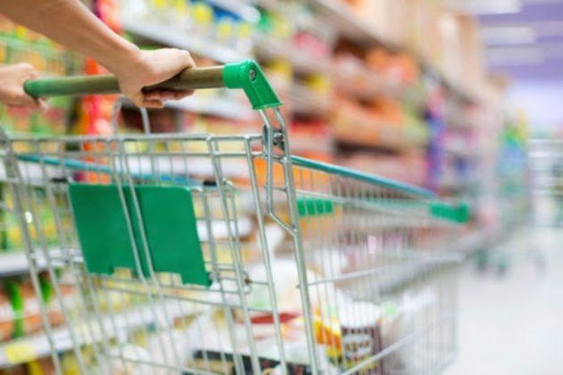 Coronavirus Italia: anziano finge malore al supermercato e s