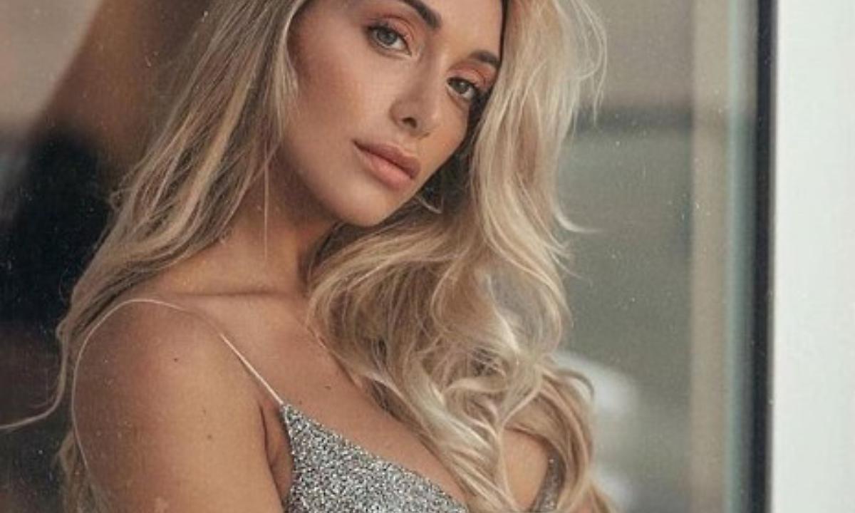 Elisa De Panicis Instagram, provocante nel suo look da cowgi