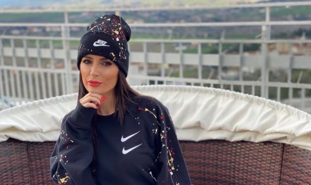 Alessia Macari Instagram paradisiaca, davanzale fuoriesce da