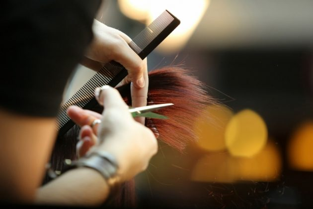Coronavirus, parrucchieri ed estetisti quando riaprono? La data possibile