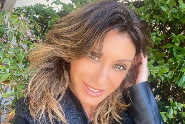 Sabrina Salerno Instagram stratosferica cowgirl, davanzale d