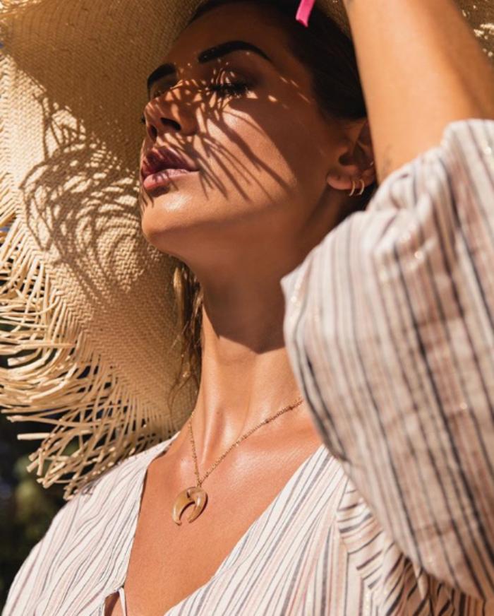 Melissa Satta Instagram, provocante in bikini sul bagnasciug