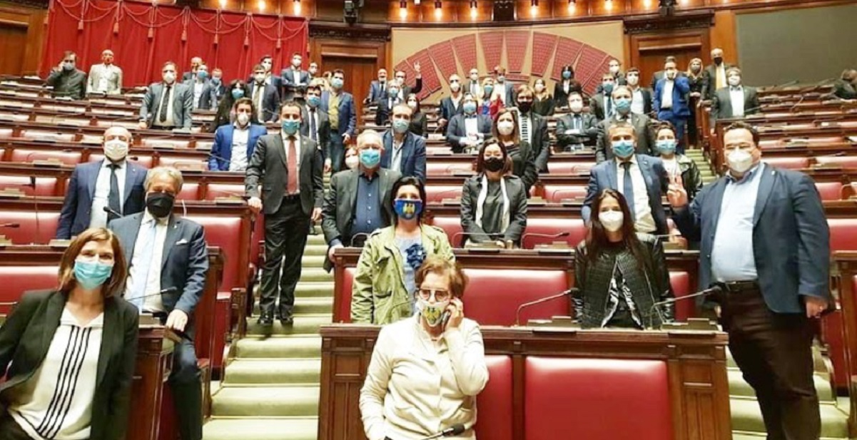 lega occupa parlamento