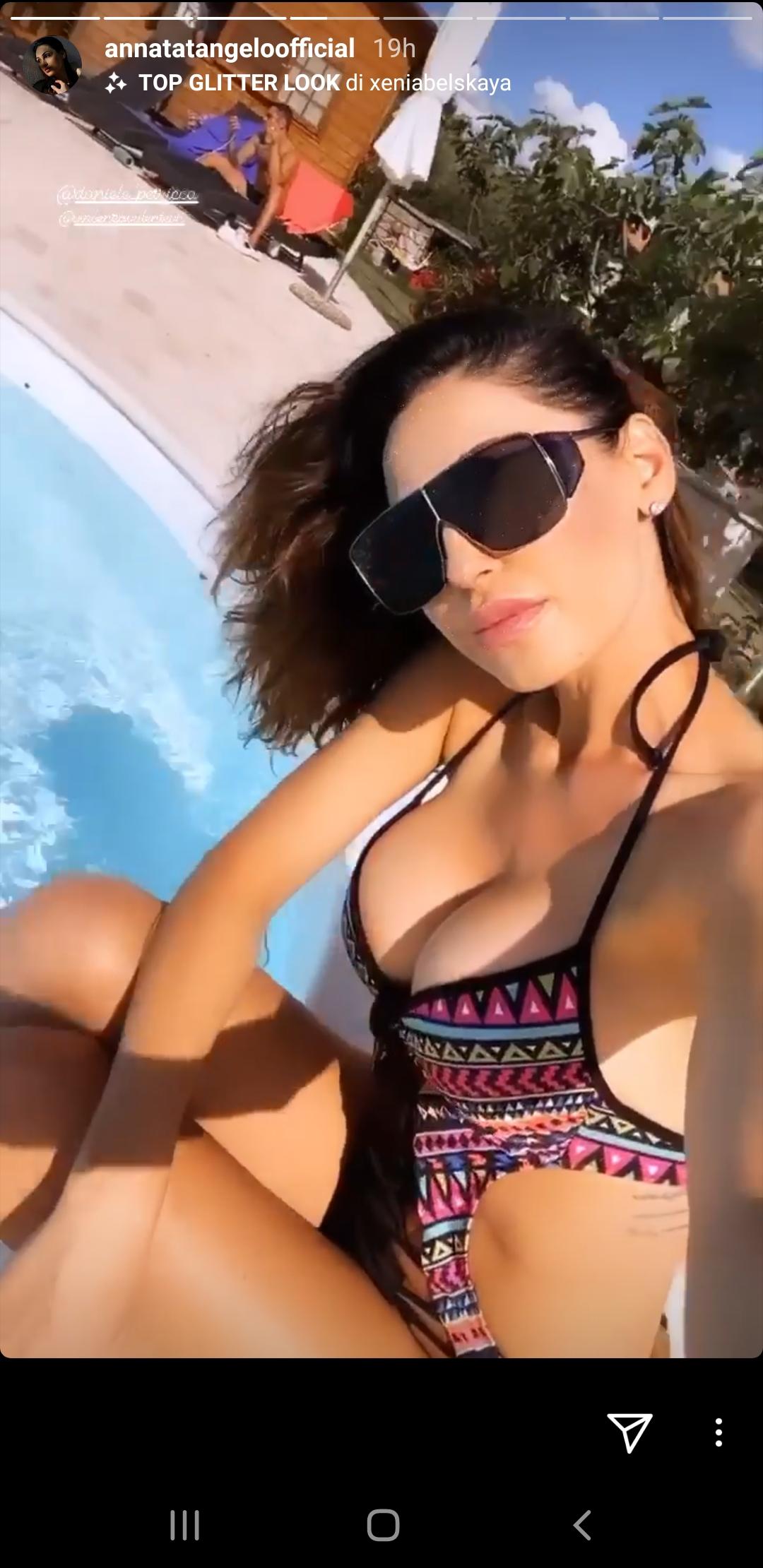 Anna Tatangelo Instagram: seno fuori