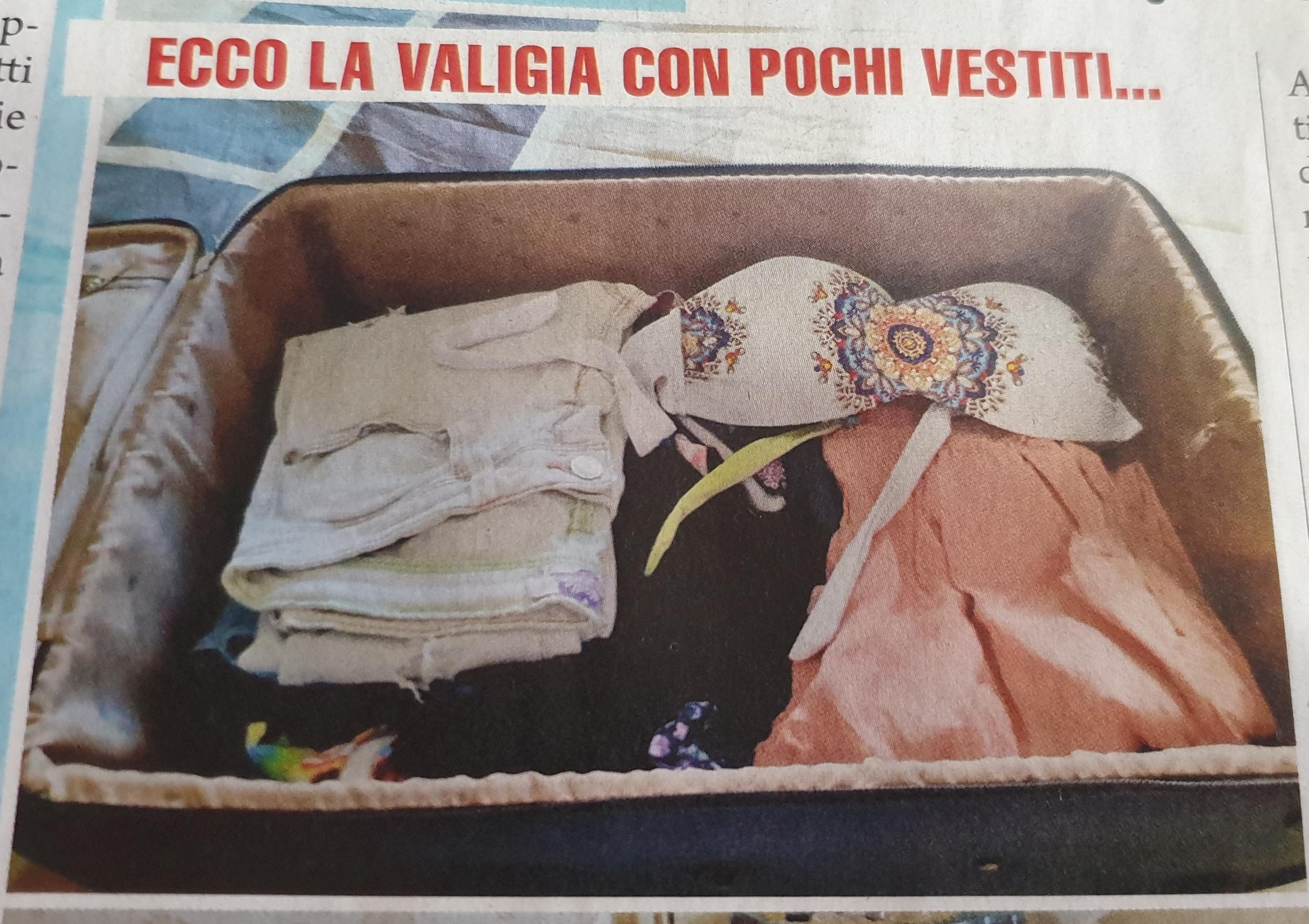 ANNAMARIA SORRENTINO VALIGIA FOTO SETTIMANALE GIALLO