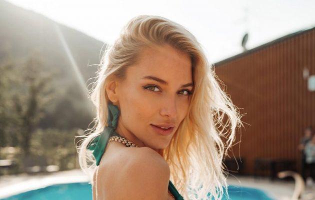 Ema Kovac Instagram, irresistibile in bikini a cavallo: «Che