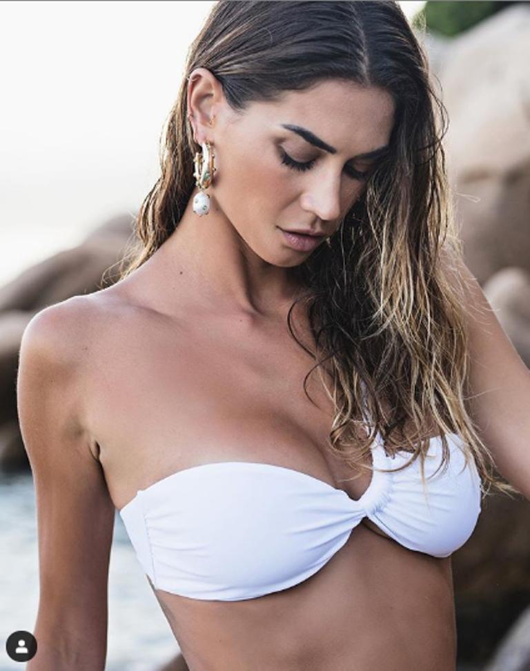 Melissa Satta reggiseno a fascia bianco