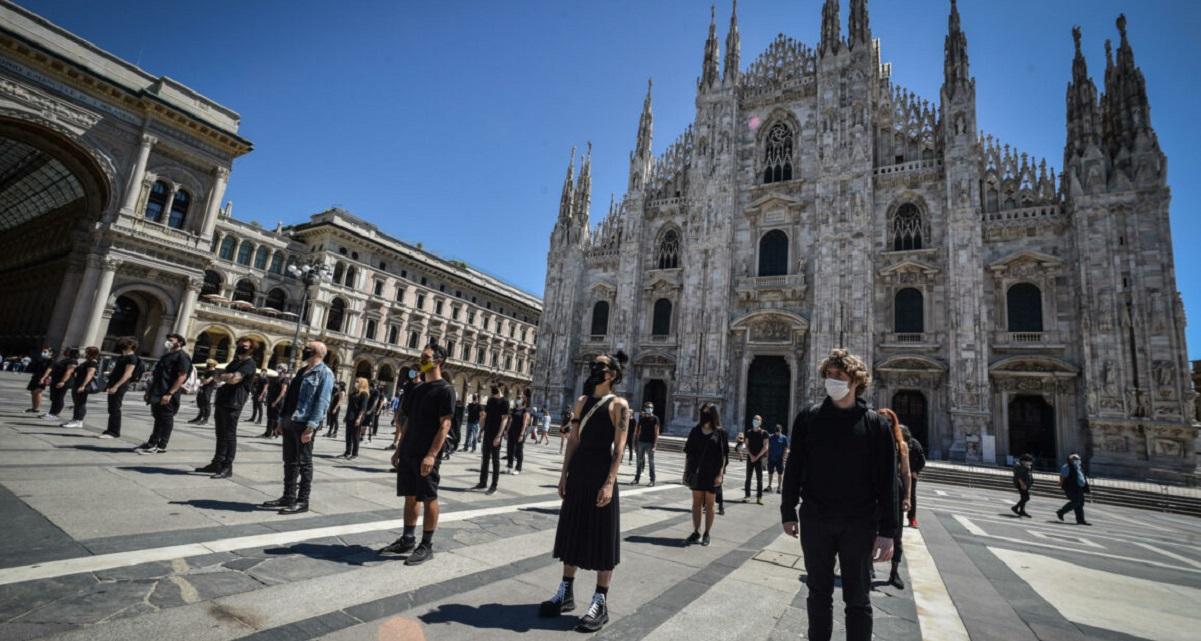 Piazza Duomo, cantanti in silenzio. Anche Ghemon al flash mob