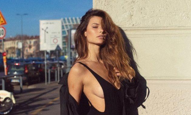 Elisa de Panicis, spalle scoperte e sguardo felino  FOTO