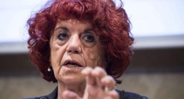 L'ultima gaffe della ministra Azzolina: scivola su «effrazione». L'ironia degli utenti sui social