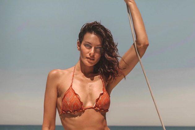 Paola Turani spettacolare, l'abito una seconda pelle: «Mai v