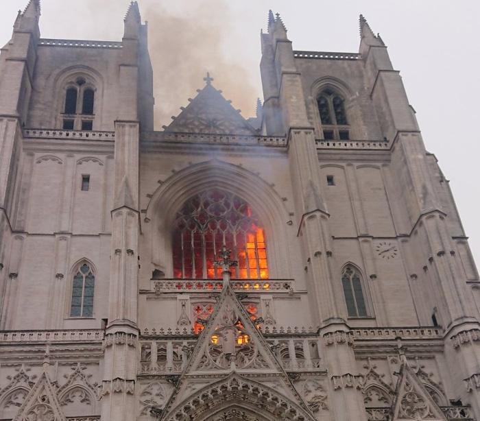 Cattedrale di Nates in fiamme