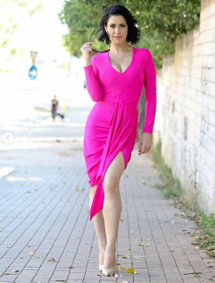 Claudia Ruggeri Instagram, passeggiata sensuale in bikini su