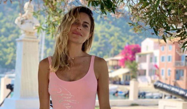 Eleonora Pedron Instagram, video in spiaggia a Myrtos: «Una sirena non è bella come te…»
