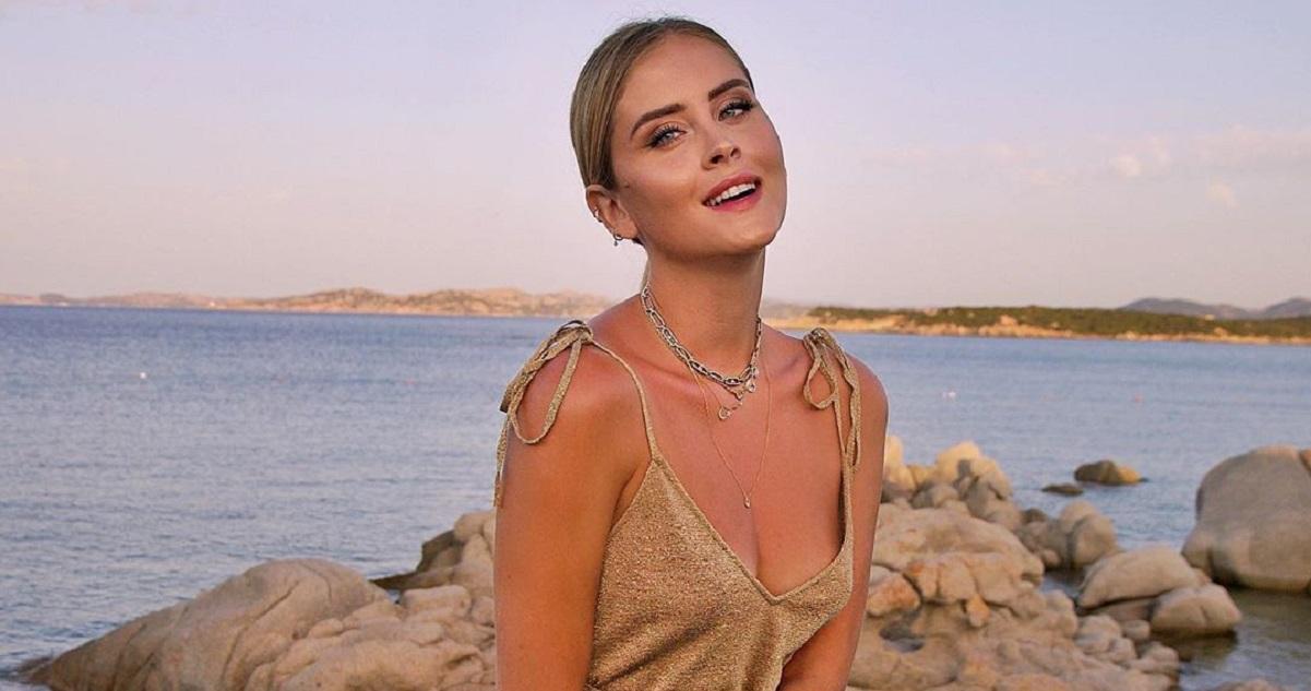Valentina Ferragni strega Portofino: sul molo in un intrigante gioco sottile da 200 mila like