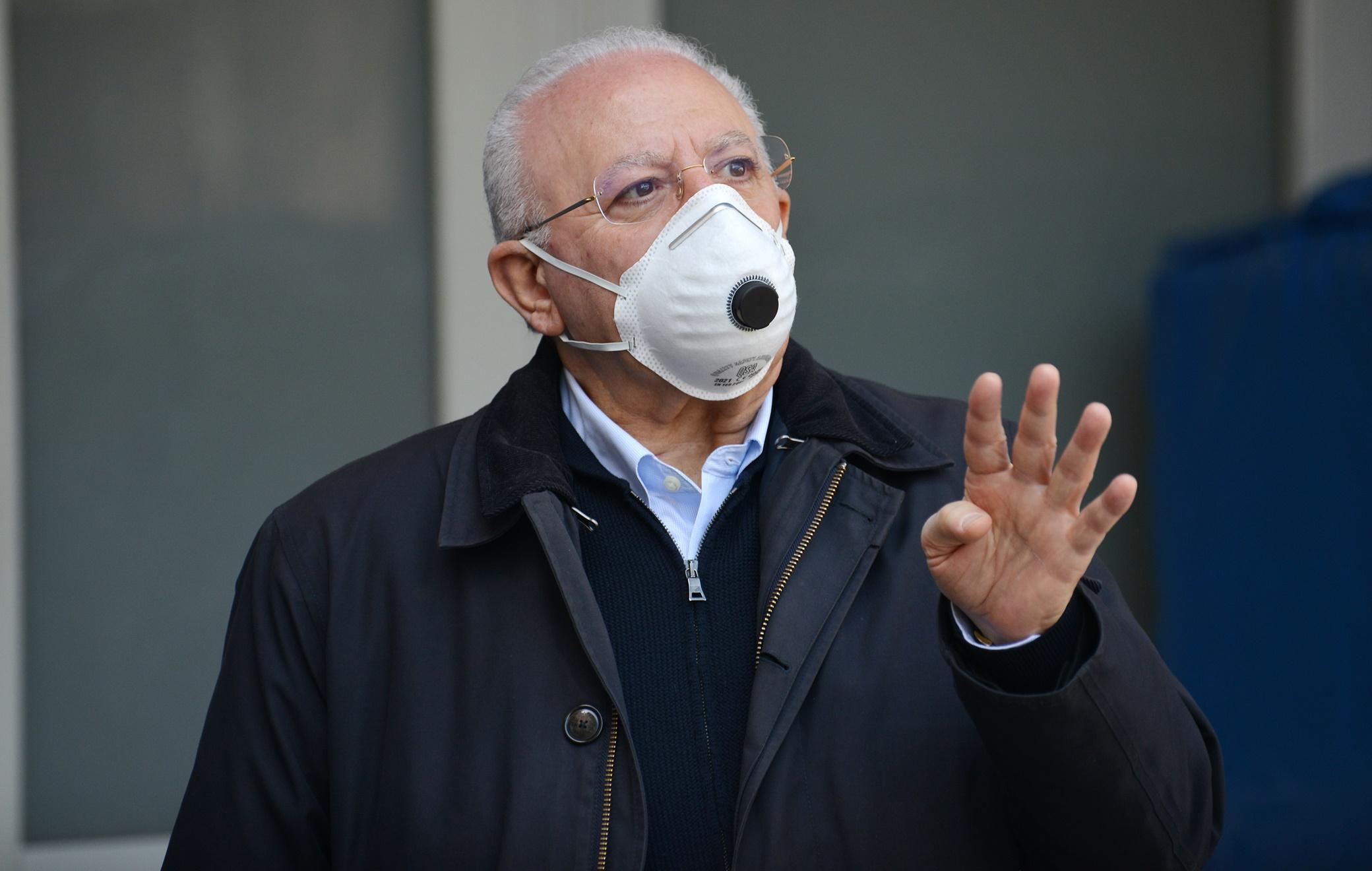 Coronavirus Campania, De Luca: «La seconda ondata è in atto. Mille euro di multa a chi non ha la mascherina»