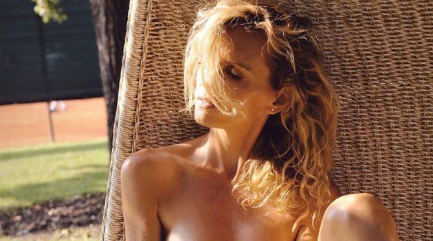 Justine Mattera, body bianco e senza reggiseno: pare faccia freddo… FOTO