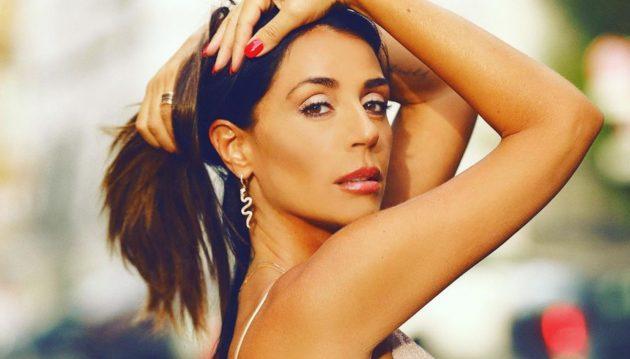 Raffaella Mennoia Instagram, pazzesca nel tailleur rosa: «Meglio di una tronista»