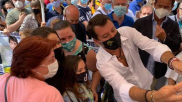 Salvini aggredito