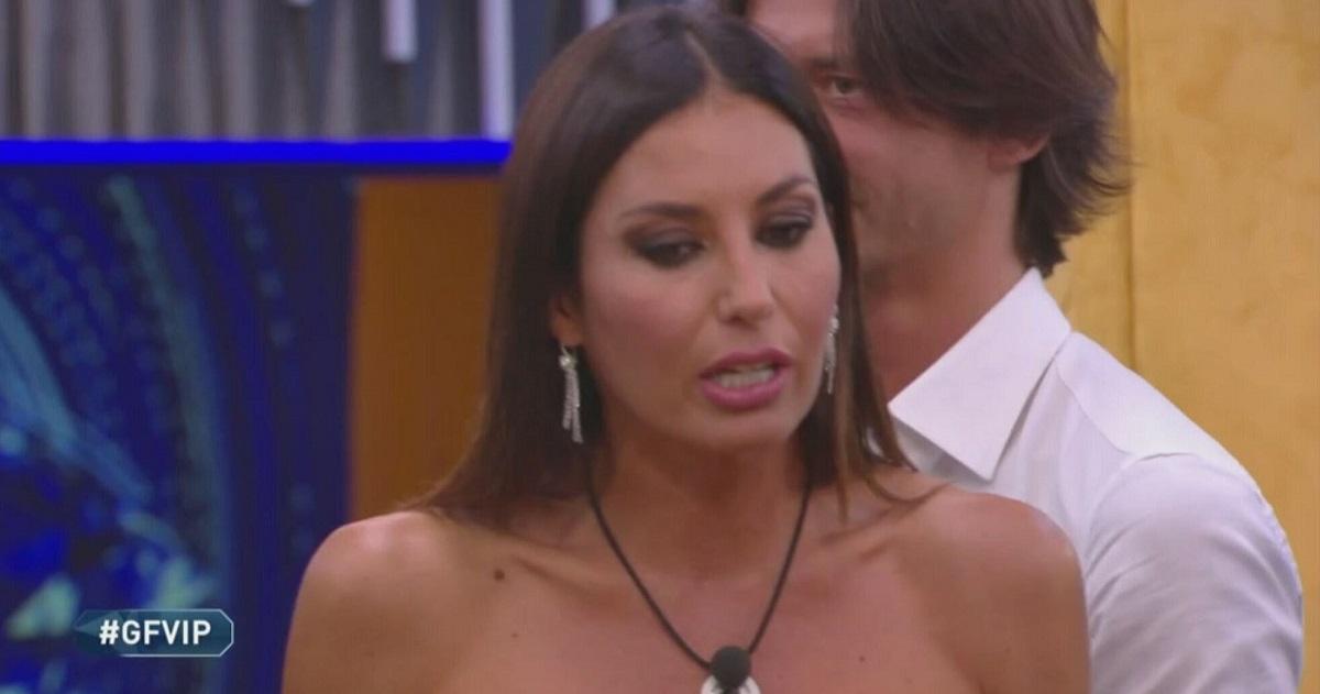 Elisabetta Gregoraci GF Vip, Signorini: «Non dice la verità, non può dirla»