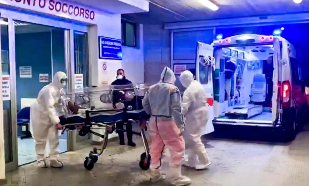 Covid, il bollettino di oggi: 26.831 nuovi casi e 217 morti, +115 in intensiva