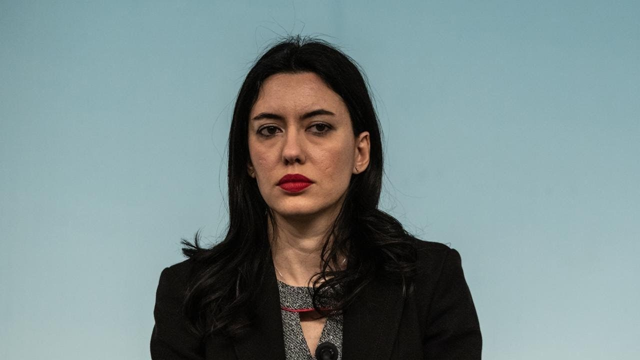 Ministra Azzolina, no alla didattica a distanza