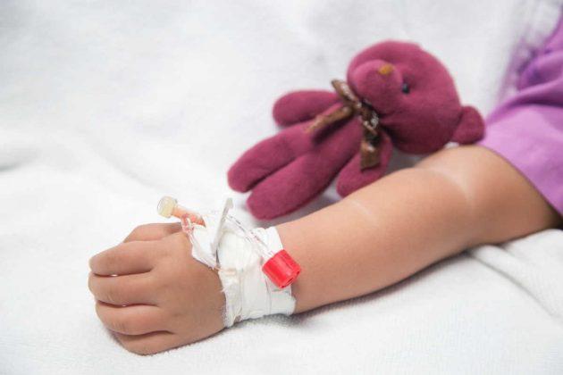 """Bimba va otto volte in ospedale, ma per i medici """"finge"""": dopo 7 mesi la scoperta di un tumore"""