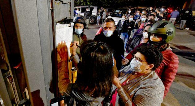 Covid, bollettino Italia 27 novembre: oggi 28.352 contagi e 827 morti. Risale rapporto nuovi casi tamponi