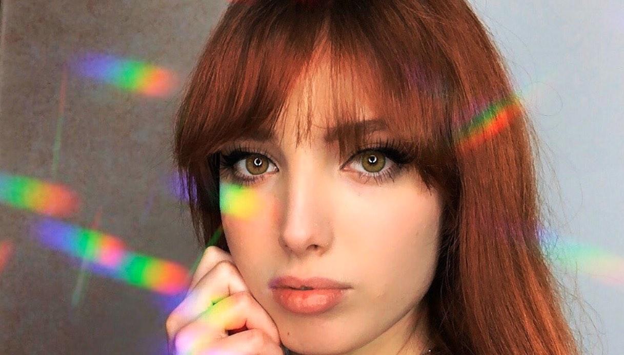Eleonora Olivieri, la giovane youtuber fa battere il cuore in costume: «Mi mandi in crash il cervello»