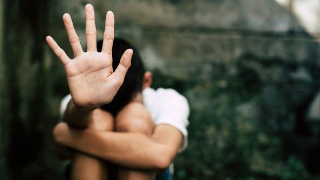 Lecce, abusi e sigarette spente su bimbo di 3 anni: condannati padre e zio