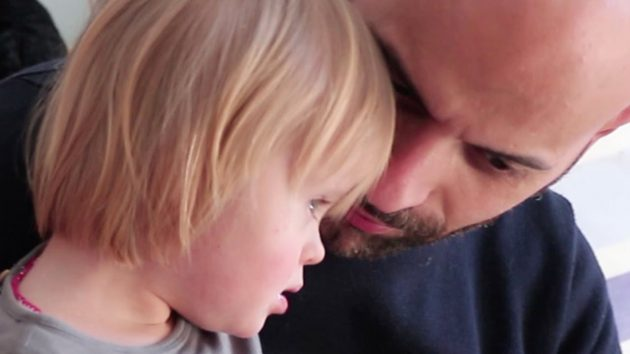 Napoli, single adotta bimba con la sindrome di down: «Alba è felice e lo sono anch'io»