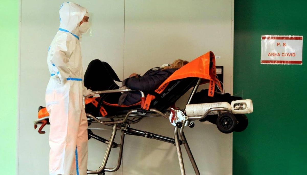 Covid, il bollettino di oggi: 22.930 nuovi casi e 630 morti, 3.810 in intensiva