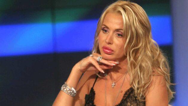 Verissimo, Valeria Marini glissa sul suo ex fidanzato: