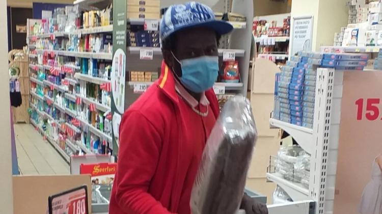 crotone ragazzo supermercato