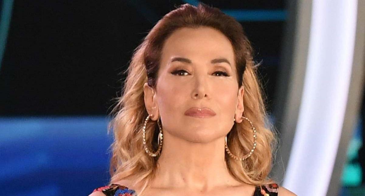 Che smacco per la D'Urso! 'Umiliata' da Costanzo |  i suoi talk cancellati dall'intrattenimento