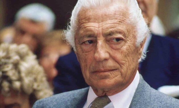 """18 anni senza Gianni Agnelli, tutte le curiosità: dai """"testicoli di toro"""" all'orologio sul polsino"""