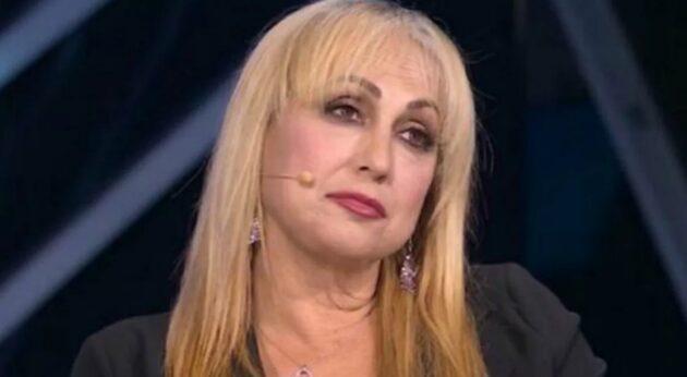 Alessandra Celentano malattia, sottoposta a due interventi: «Non riuscivo più a muovermi»
