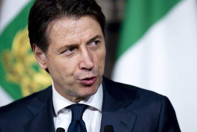 Crisi di governo in diretta, Renzi: «No soluzioni personali, ora seguire il Colle». Vitali: «Torno con Fi»