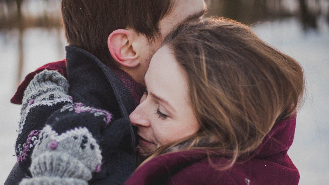 Giornata mondiale dell'Abbraccio: cosa succede quando il contatto fisico è vietato