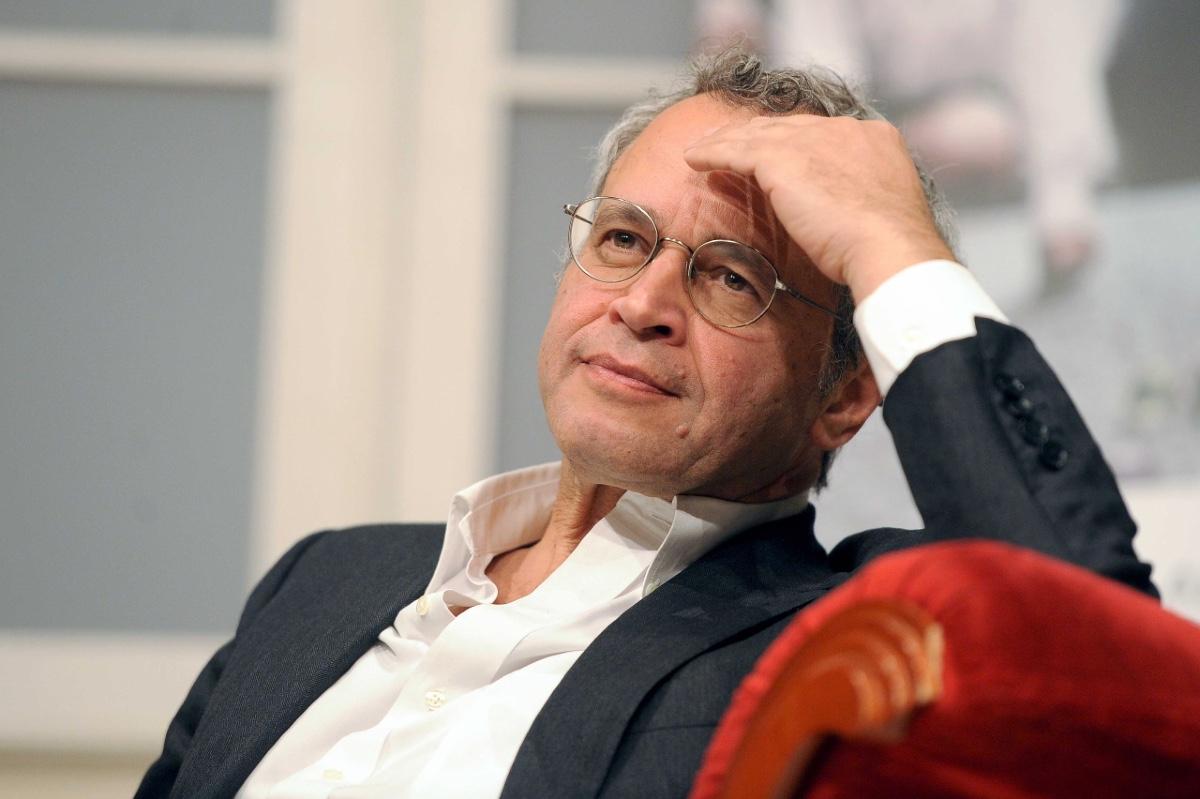 Chi è Enrico Mentana: vita privata e carriera del noto giornalista