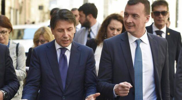 Rocco Casalino lacrime per l'ex premier Conte: «Arriva al cuore. Sui giornali pettegolezzi strani su di noi»