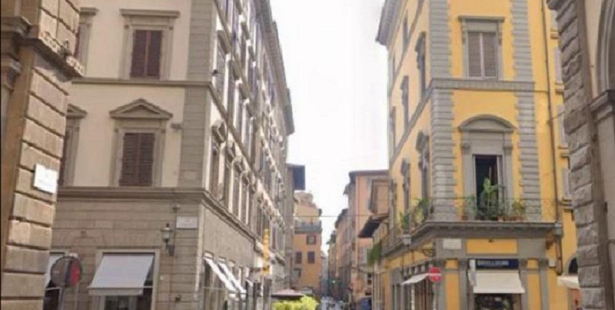 Firenze |  studente morto dopo esser precipitato dal quarto piano |  si trovava a casa di amici