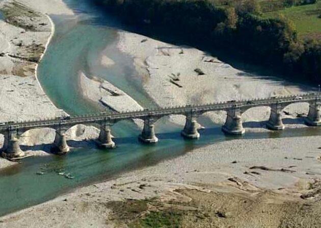 Treviso si getta dal ponte