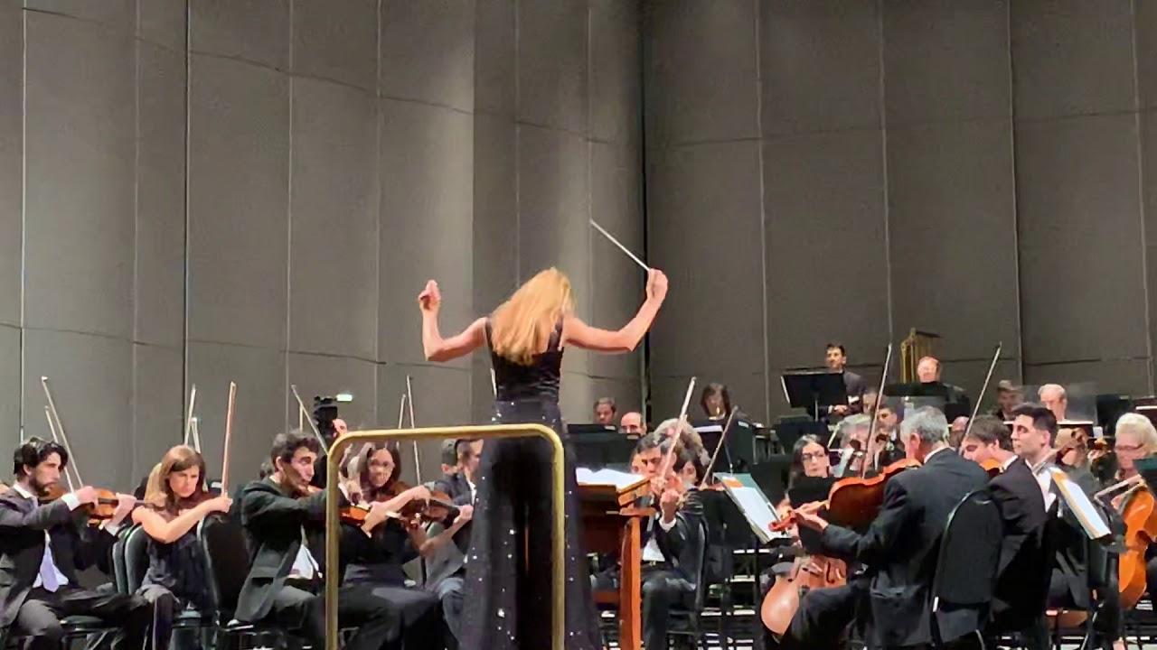 Beatrice Venezi, il direttore d'orchestra presto sul palco dell'Ariston