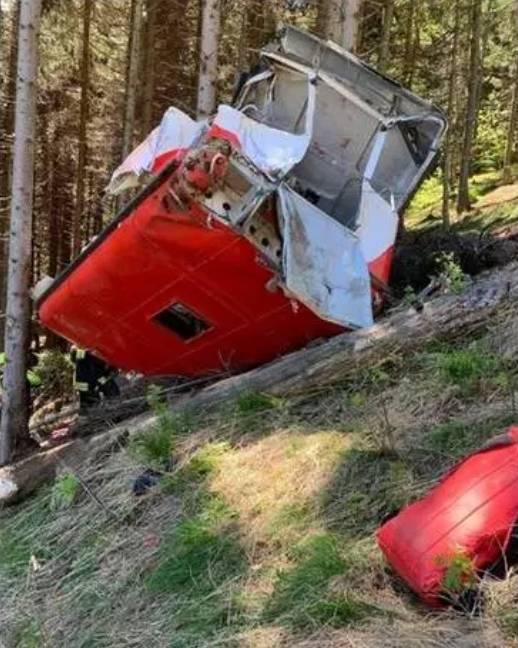Stresa-Mottarone precipita cabina funivia