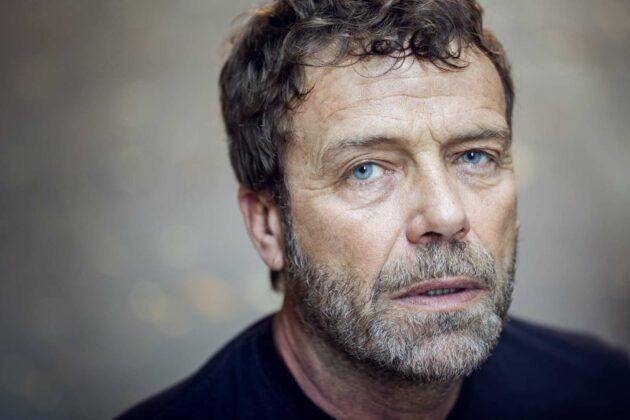 Chi è Massimo Ciavarro: carriera, vita privata e curiosità sull'attore