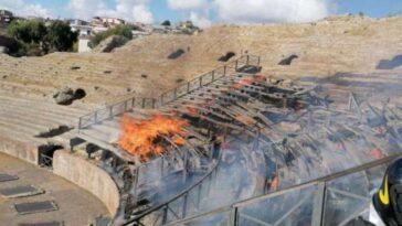 incendio anfiteatro pozzuoli